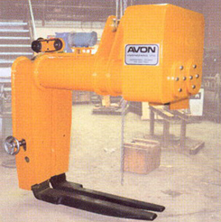 Combination crane C-hook/pallet lifter