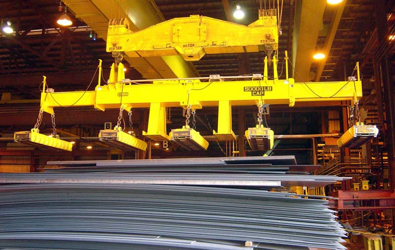 telescoping magnet beam for material handling in wind energy equipment manufacturing